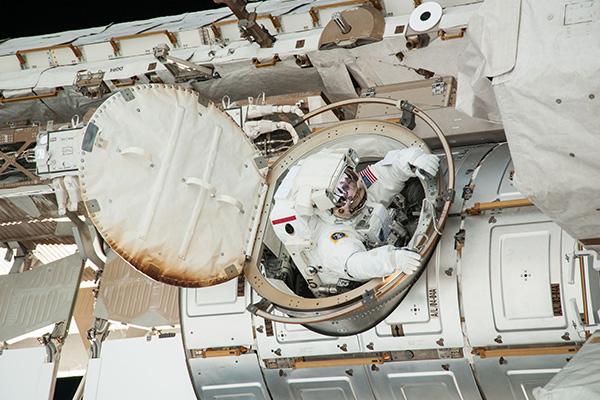 ISS-36_EVA-2_i_Chris_Cassidy_leaves_the_Quest_airlock