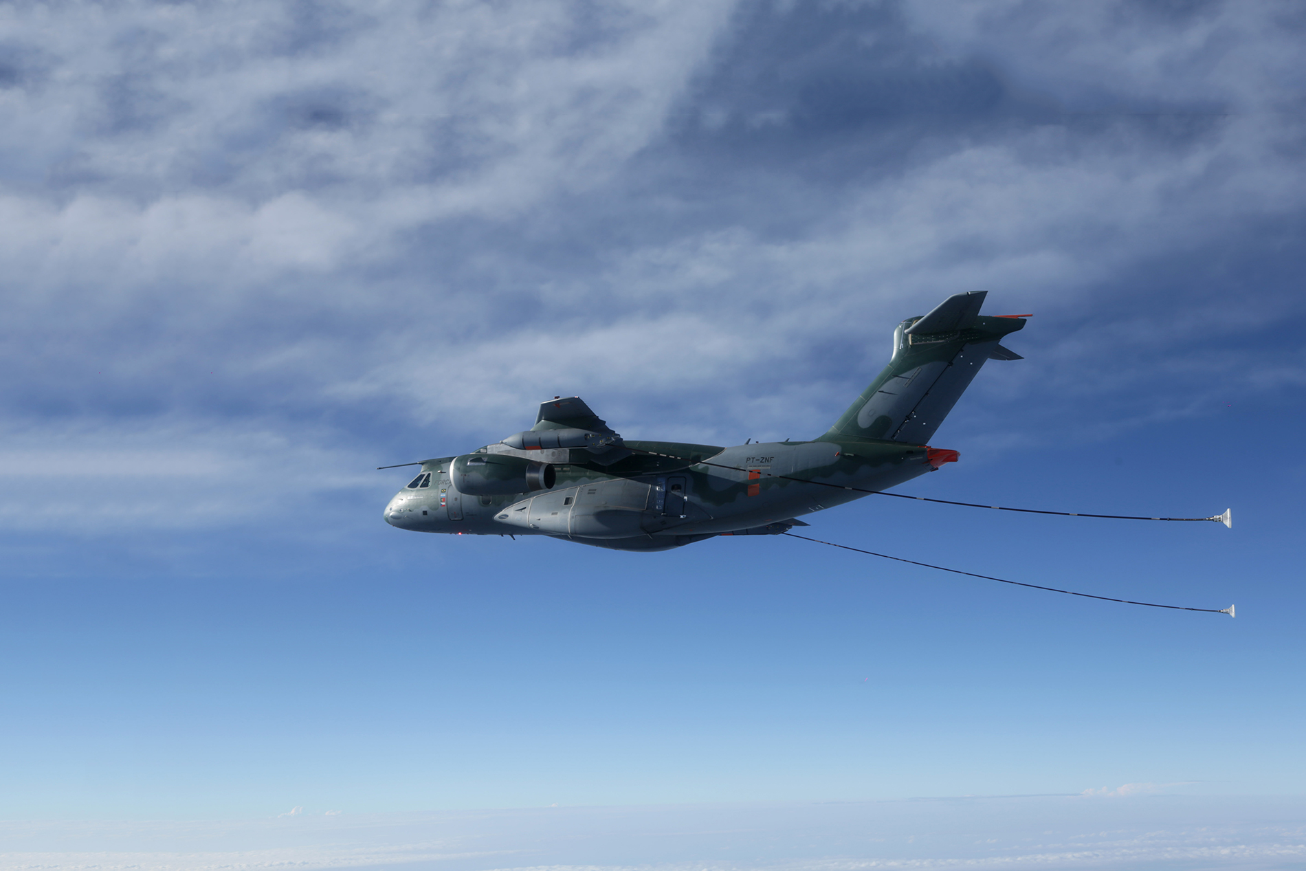 Embraer-Demonstrates-Cobham-Aerial-Refuelling-Systems-Aboard-KC-390