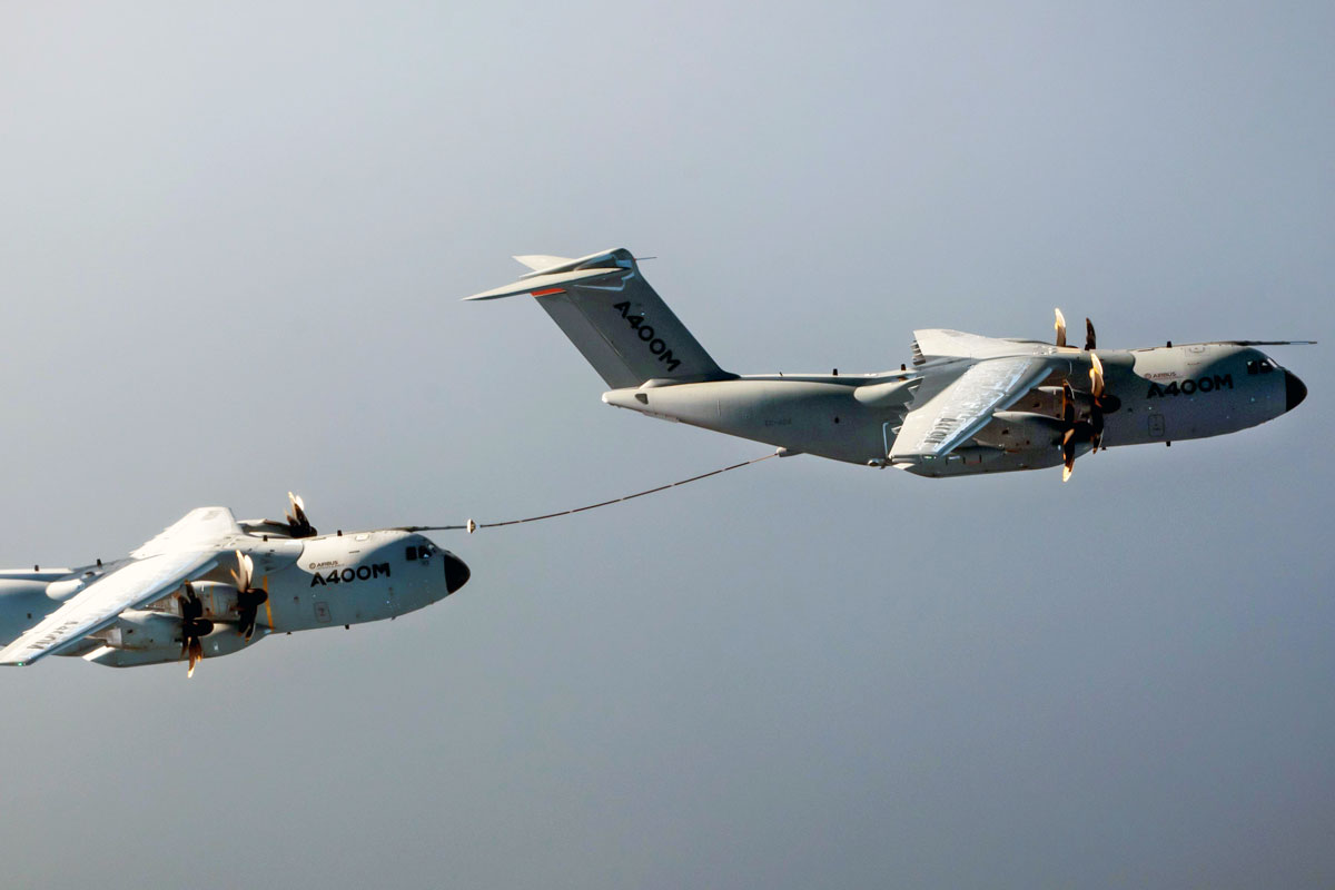 Airbus-A400M-Demonstrates-Cobham's-Aerial-Refuelling-System