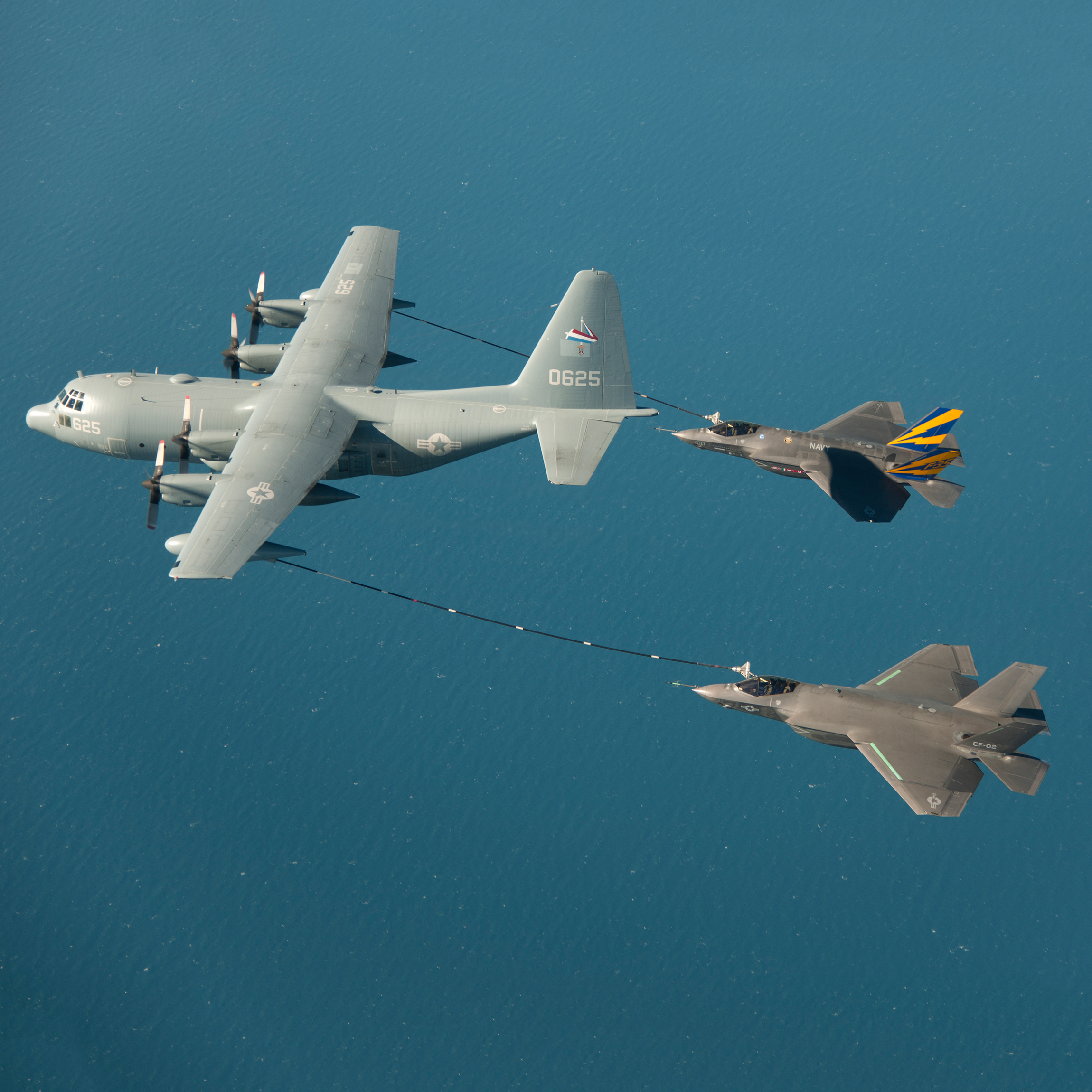 F-35C Completes First In-Flight Dual Refuelling